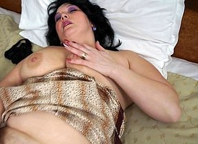 Chunky housewife loves on touching masturbate