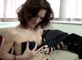 Hot British cougar sets their way pussy alight