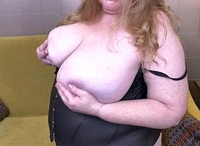 Beamy breasted adult BBW carryingon there will not hear of pussy