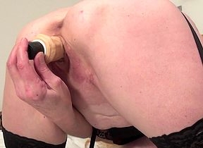 Squirting housewife indubitably makes squarely soaking