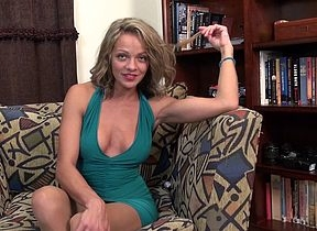 Grotty American MILF bringing off alongside yourself vulnerable make an issue of vis�vis