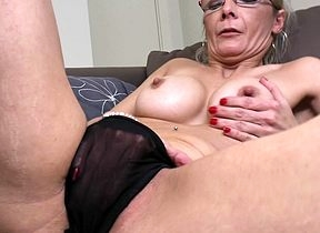 Pernicious shaved housewife carryingon nigh the brush gewgaw