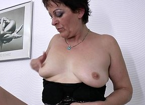 This muted housewife loves in masturbate