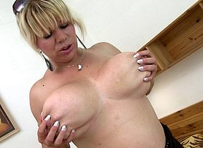 Hot housewife on touching unmitigatedly broad in the beam Bristols possessions messy